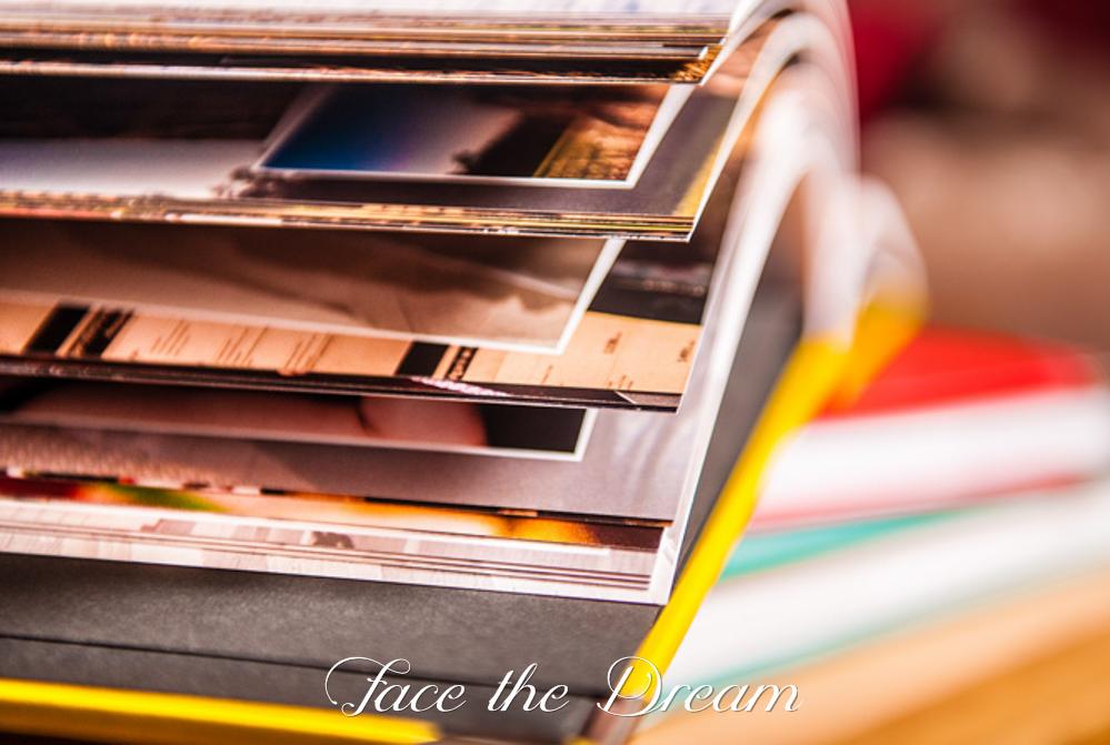 Foto-książka 30x30 cm, okładka z eko-skóry, srebrne okucia rogów, z maksymalną ilością stron (120). Koszt: od 400 zł.